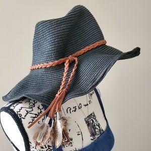 Accessories - Black hat, braided feather belt 🪐🎆